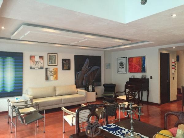 Muy bonito departamento de 2 pisos sin muebles
