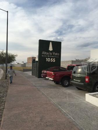 Avenida La Vista, La Vista Residencial,