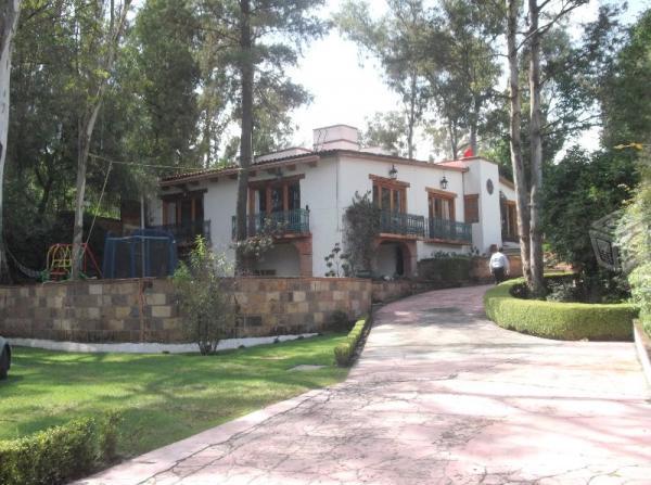 Residencia con jardines y chalet Bosques del Lago