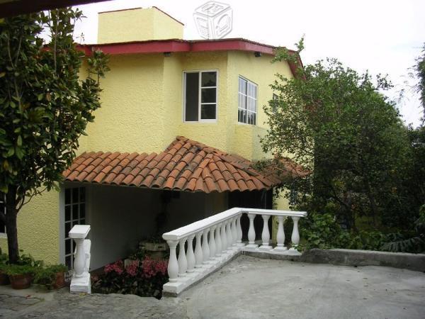 Casa en zona dorada con bungalow independiente