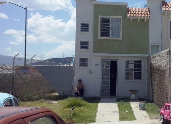 Bonita Casa Dos Pisos