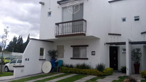 Casa en residencial, en privada y alberca L