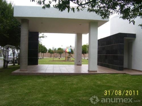 X Periférico y Colon. 3hab, 2.5wc, jardin, cochera