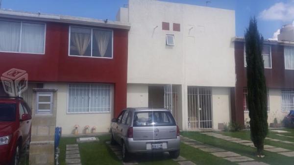 Linda casa en venta en fracc cerrado, Valsequillo