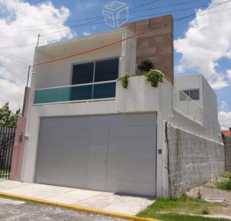 Lujosa casa minimalistaexcelente ubicación. cv39