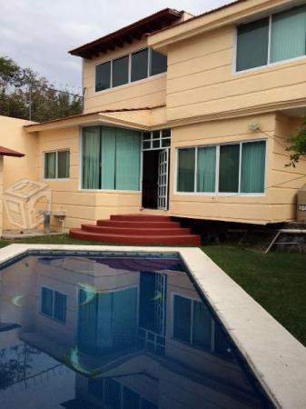 Amplia Y Hermosa Casa Con Bungalow En Fracc Burgos