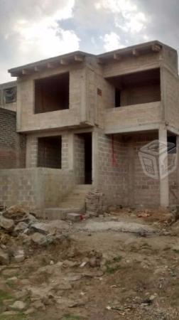 Casa 2 pisos amplia linda calle privada con balcon