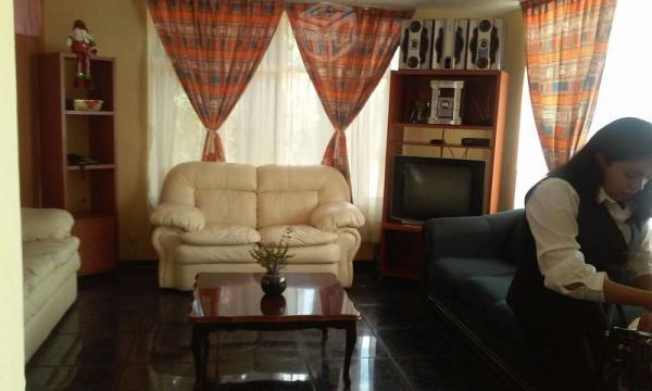 Preciosa casa por CU 410 mts2 terreno