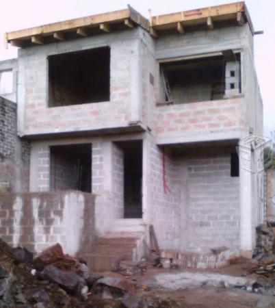 Casa amplia con balcon en calle privada oportunida
