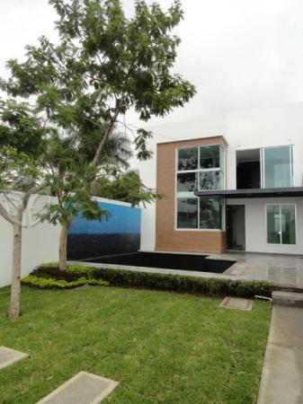 Moderna casa minutos TECMILENIO E S T R E N E L A