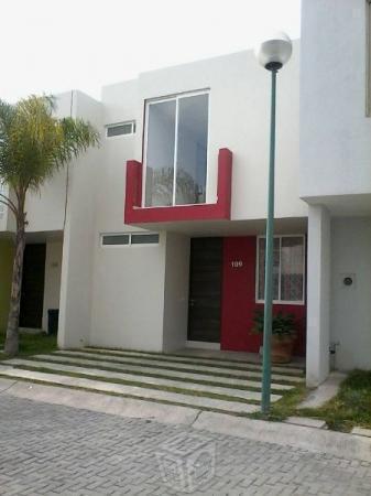 Amplias casas con terraza y alberca pro AV 8 julio