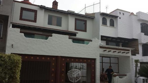 Residencia en renta cuenta con terraza. Floresta