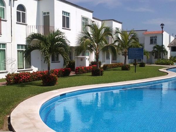 Casa Hermosas villas en paraiso diamante / laguna