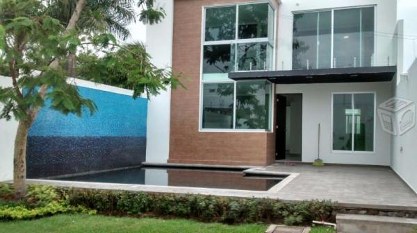 Moderna casa sola con alberca