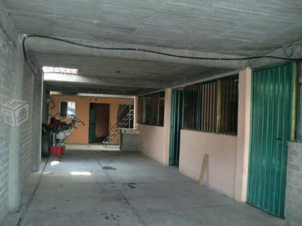 Amplia casa con pequeños departamentos para renta