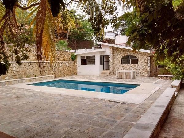 Preciosa villa con alberca en zona residencial