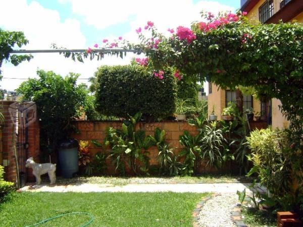 casa en fraccionamiento con jardín